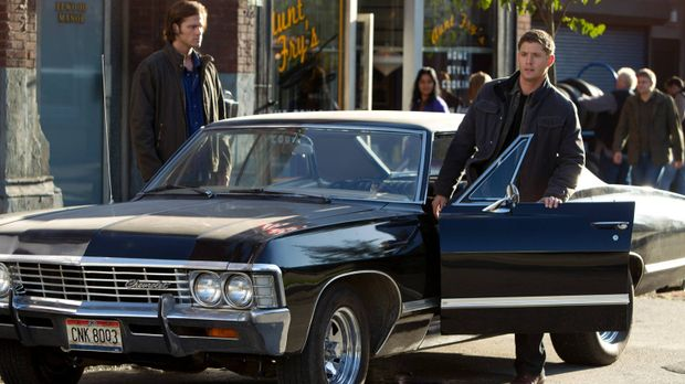 Machen eine ganz besondere Entdeckung: Sam (Jared Padalecki, l.) und Dean (Je...