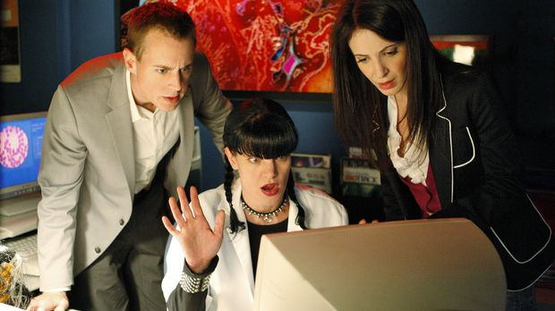 Ermitteln in einem neuen Mordfall: McGee (Sean Murray, l.) Abby (Pauley Perre...