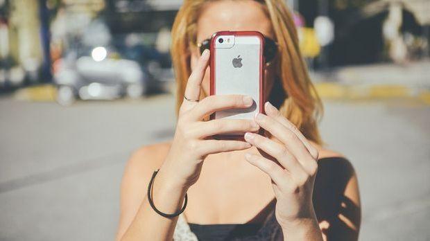 Ob in der U-Bahn, der Arbeit oder im Park: Das Smartphone ist unser ständiger...