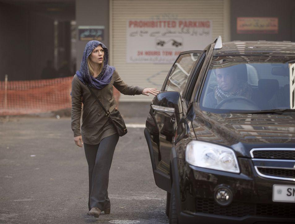 Zurück in Islamabad versucht Carrie (Claire Danes) hinter dem Rücken der Botschafterin mit Aayan in Kontakt zu treten ... - Bildquelle: 2014 Twentieth Century Fox Film Corporation