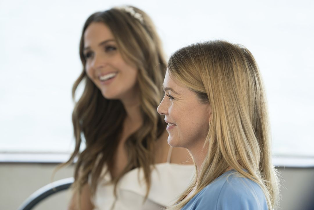 Vor der Hochzeit macht Meredith (Ellen Pompeo, r.) Jo (Camilla Luddington, r.) ein nicht ganz uneigennütziges Angebot ... - Bildquelle: Eric McCandless 2017 American Broadcasting Companies, Inc. All rights reserved./Eric McCandless