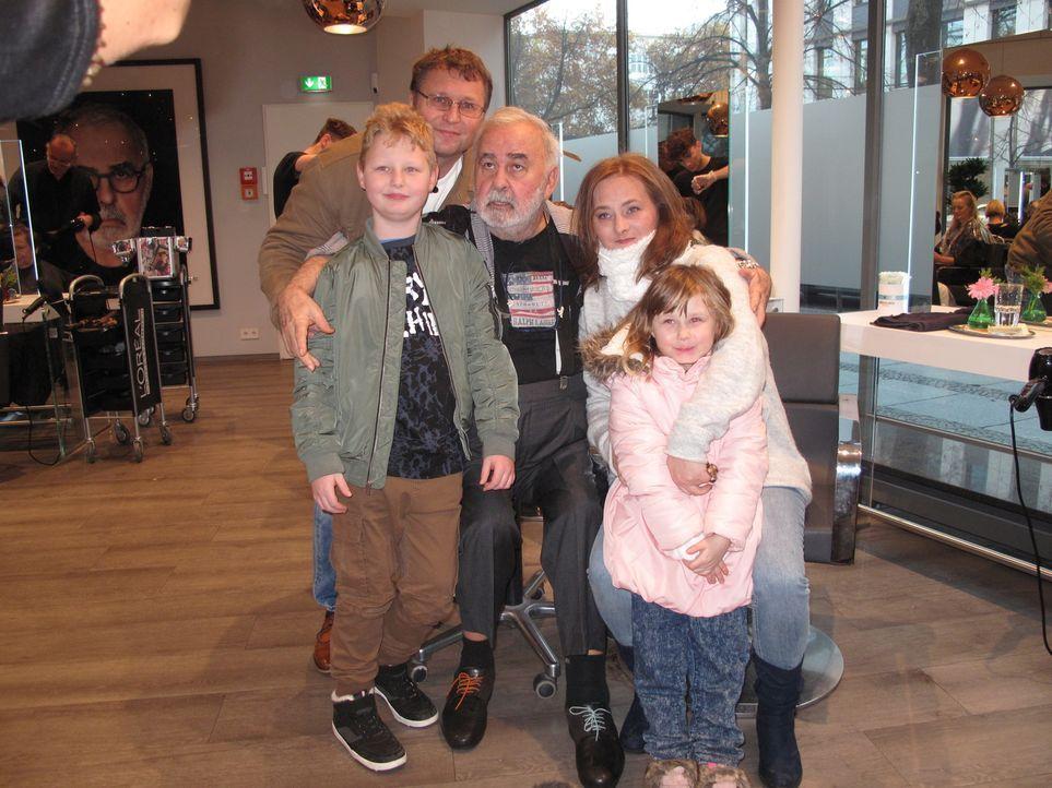 (v.l.n.r.) Niklas Domke; Santo Domke; Udo Walz; Malgorzata Domke; Jasmin Domke - Bildquelle: SAT.1