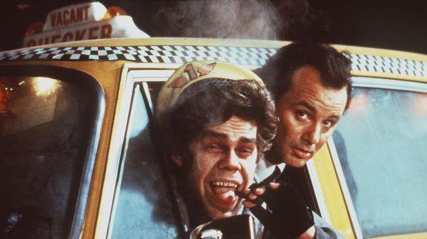 Mit der Hilfe eines ungewöhnlichen Taxifahrers (David Johansen, l.) erlebt Fr...