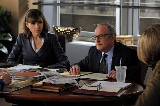 Good Wife - Alicia (Julianna Margulies, l.) hat es mit einem außergewöhnliche...