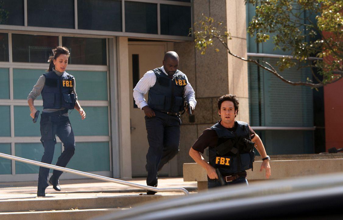 Ermitteln in einem neuen Fall: Liz (Aya Sumika, l.), Don (Rob Morrow, r.) und David (Alimi Ballard, M.) ... - Bildquelle: Paramount Network Television