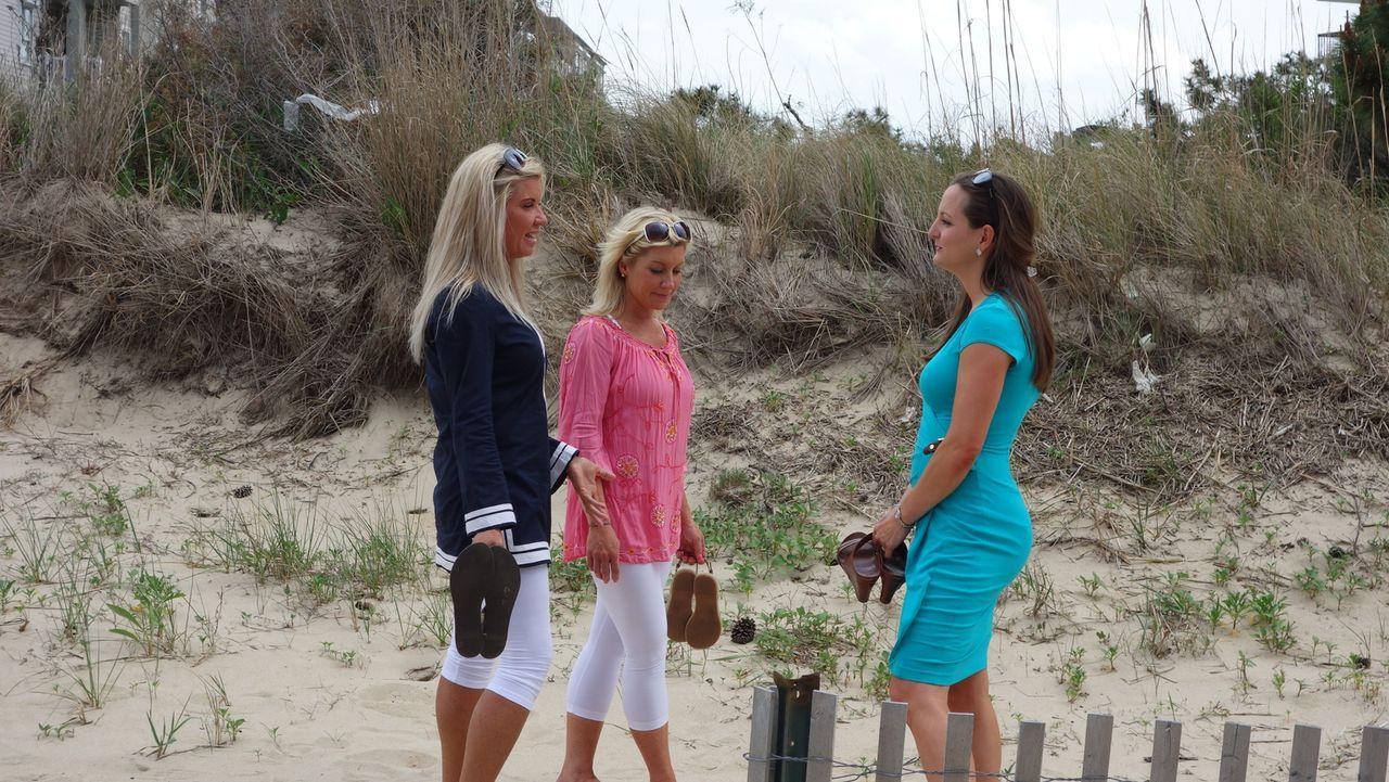 (v.l.n.r.) Melissa Swinheart; Christine Smithson; Immobilienmaklerin Sara Lannom - Bildquelle: 2014, HGTV/Scripps Networks, LLC. All Rights Reserved.