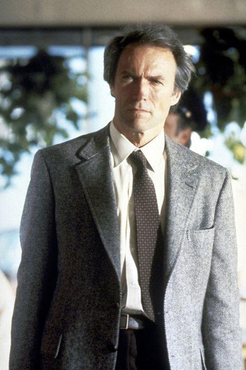 Inspektor Harry Callahan (Clint Eastwood), genannt 'Dirty Harry', ist ein Mann, der das Recht selbst in die Hand nimmt - auch wenn dabei gesetzliche... - Bildquelle: Warner Bros.
