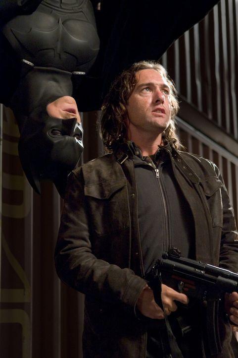 Keine gute Zeit für Schurken: Batman (Christian Bale, l.) räumt auf ... - Bildquelle: 2005 Warner Brothers
