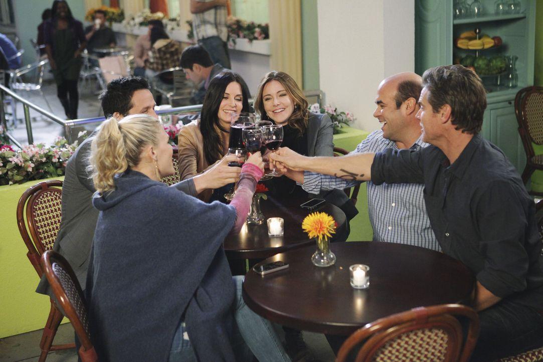 Gute Freunde: (v.l.n.r.) Laurie (Busy Philipps), Grayson (Josh Hopkins), Jules (Courteney Cox), Ellie (Christa Miller), Andy (Ian Gomez) und Bobby (... - Bildquelle: 2010 ABC INC.