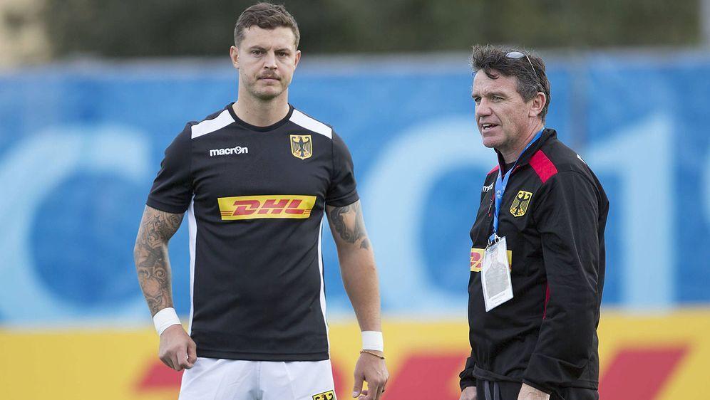 Sind bei der Rugby-WM 2019 nur Zuschauer: DRV-Coach Mike Ford (r.) und Rayno... - Bildquelle: imago