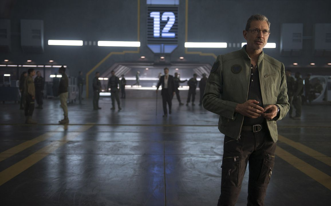 Kann David Levinson (Jeff Goldblum), der Direktor der Area 51, mit seinen Erfahrungen aus der ersten Invasionswelle den Menschen erneut zu einem Sie... - Bildquelle: 2016 Twentieth Century Fox Film Corporation.  All rights reserved.
