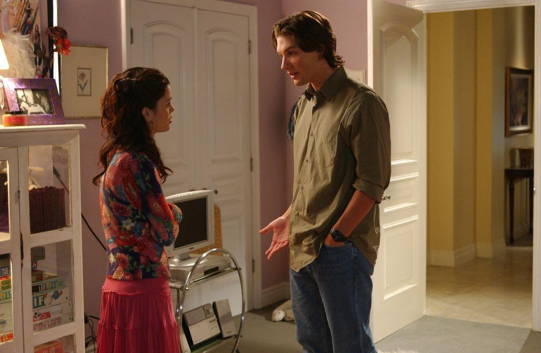 Summer (Rachel Bilson, l.) ist sauer auf Zach (Michael Cassidy, r.), da er ihr verschwiegen hat, dass er seine Ex-Freundin geküsst hat ... - Bildquelle: Warner Bros. Television