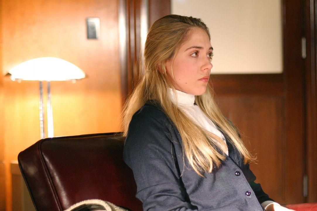 Weiß Nell Clausen (Brooke Nevin) mehr als sie zugibt? - Bildquelle: Warner Bros. Entertainment Inc.