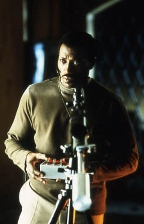 Nach und nach erfährt Liberty Wallace, worum es ihrem Angreifer tatsächlich geht. Joe (Wesley Snipes) hat durch einen Schuss auf dem Schulhof sein... - Bildquelle: Kinowelt