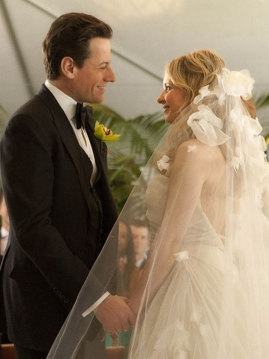 Traum oder Wirklichkeit: Andrew (Ioan Gruffudd, l.) und Bridget (Sarah Michelle Gellar, r.) erneuern ihr Eheversprechen ... - Bildquelle: 2011 THE CW NETWORK, LLC. ALL RIGHTS RESERVED