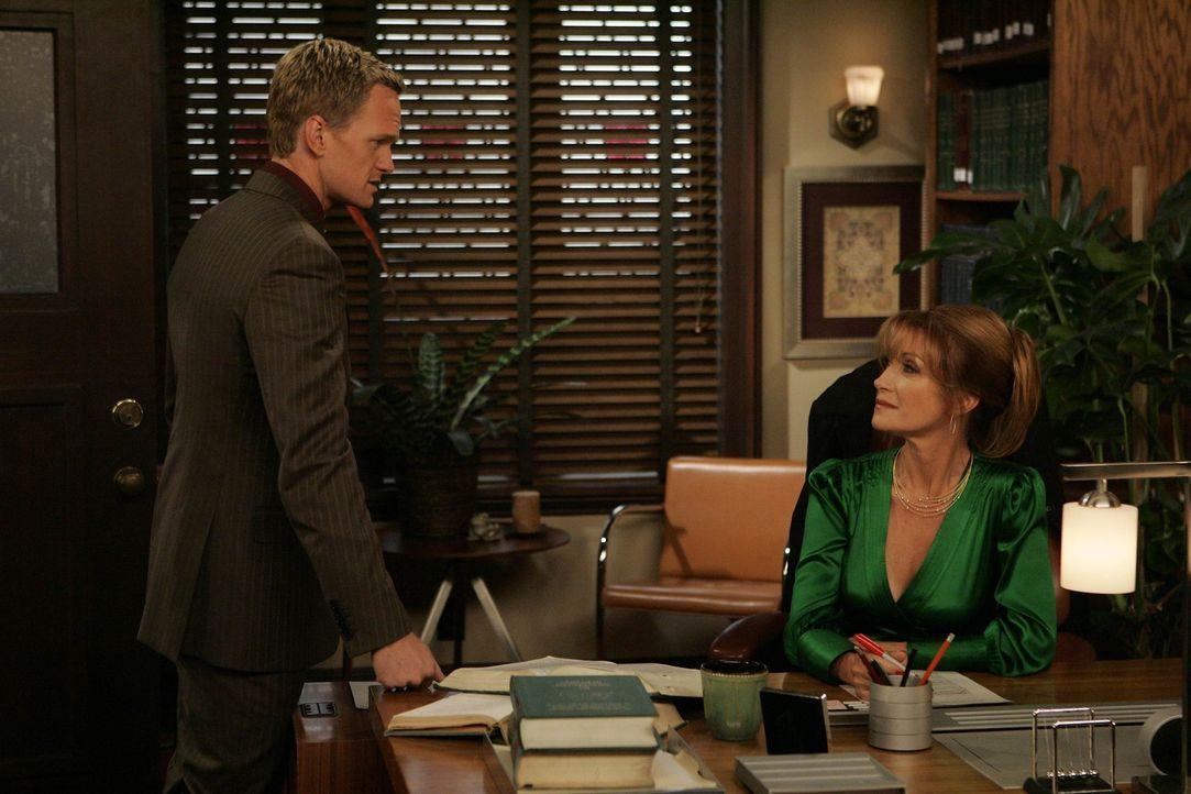 Professorin Lewis (Jane Seymour, r.) macht es Barney (Neil Patrick Harris, l.) bei seinen Annäherungsversuchen nicht leicht ... - Bildquelle: 20th Century Fox International Television