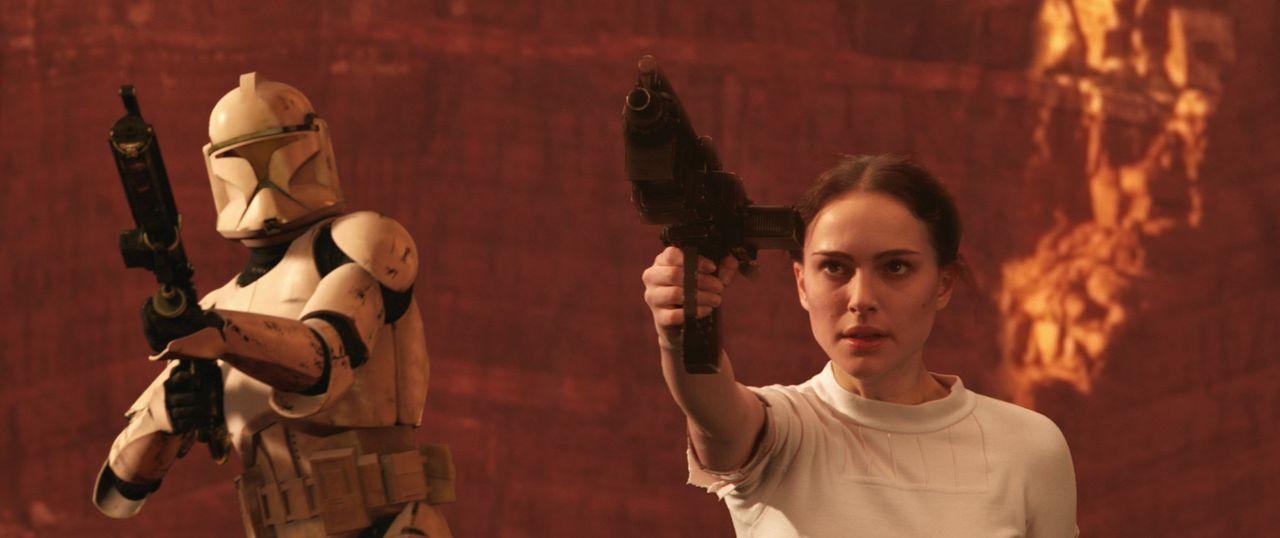 Eines Tages muss Amidala (Natalie Portman, r.) erkennen, dass die dunklen der Seiten der Macht wieder auferstanden sind ... - Bildquelle: Lucasfilm Ltd. & TM. All Rights Reserved.