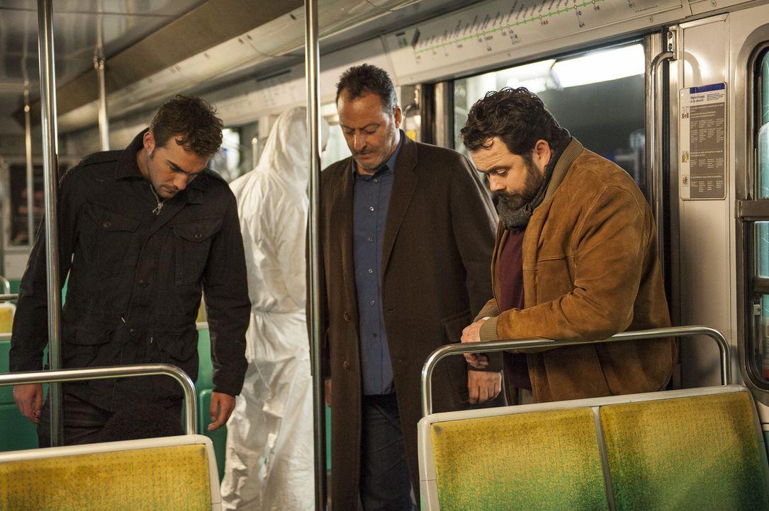 Bayard (Tom Austen, l.), Jo St-Clair (Jean Reno, M.) und Normand (Celyn Jones, r.) müssen diesmal in der Metro einen Tatort begutachten. Im Untergr... - Bildquelle: Stéphanie Dupont Atlantique Productions