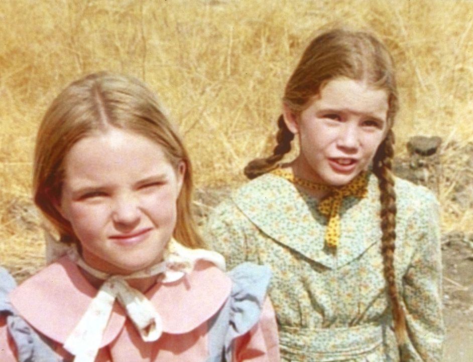 Mary (Melissa Sue Anderson, l.) und Laura (Melissa Gilbert, r.) unterstützen Maddie. - Bildquelle: Worldvision