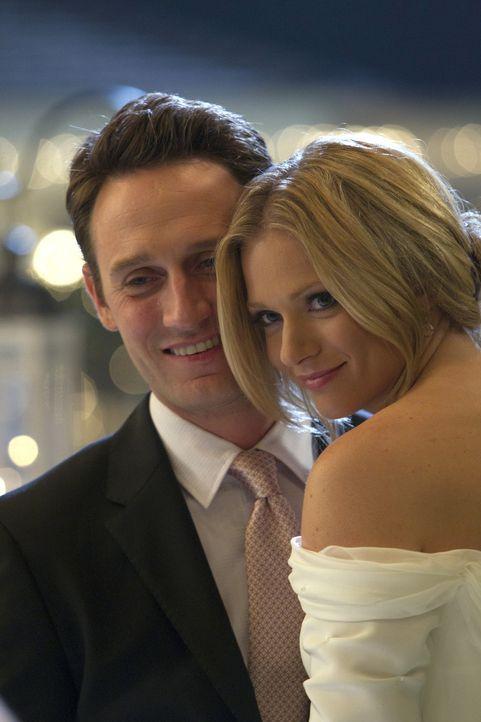 Der glücklichste Tag in ihrem Leben: Will (Josh Stewart, l.) und JJ (A. J. Cook, r.) ... - Bildquelle: ABC Studios