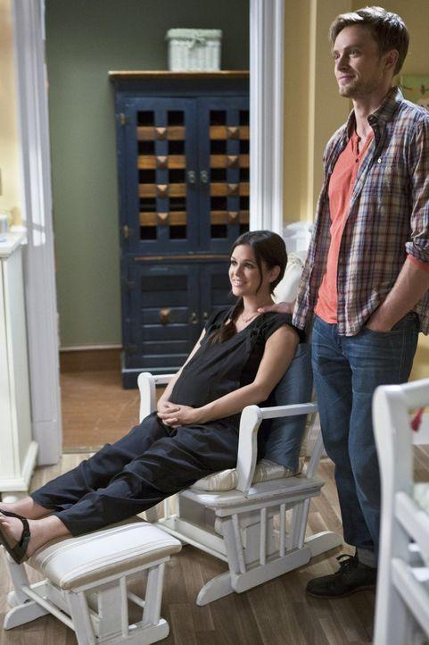 Wade (Wilson Bethel, r.) kann nicht glauben, dass Zoe (Rachel Bilson, l.) nicht heiraten möchte. Führt das die beiden in eine Beziehungskrise? - Bildquelle: 2014 Warner Brothers