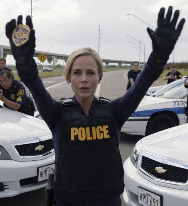 Um die gefangenen Mädchen zu retten, schreckt Abby (Julie Benz) vor nichts zurück. Doch sie muss feststellen, dass auch die Verantwortlichen dafür ü... - Bildquelle: 2017 CBS Broadcasting, Inc. All Rights Reserved