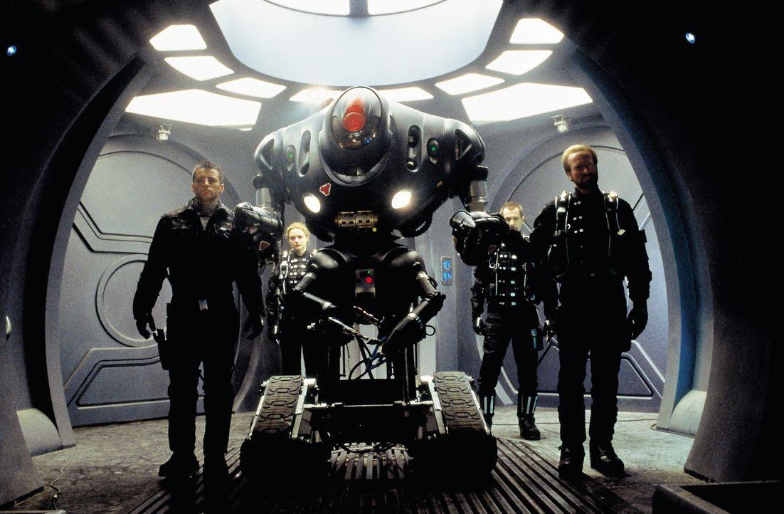 Wird es Don (Matt LeBlanc, l.), Judy (Heather Graham, 2.v.l.), Smith (Gary Oldman, 2.v.r.) und John (William Hurt, r.) gelingen, den Bordroboter umz... - Bildquelle: New Line Cinema