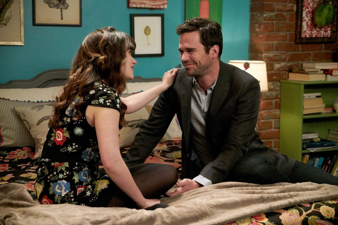 Wird Jess (Zooey Deschanel, l.) Sam (David Walton, r.) tatsächlich einen Brief überreichen, der ihre Beziehung in Gefahr bringen könnte? - Bildquelle: Adam Taylor 2016 Fox and its related entities.  All rights reserved.