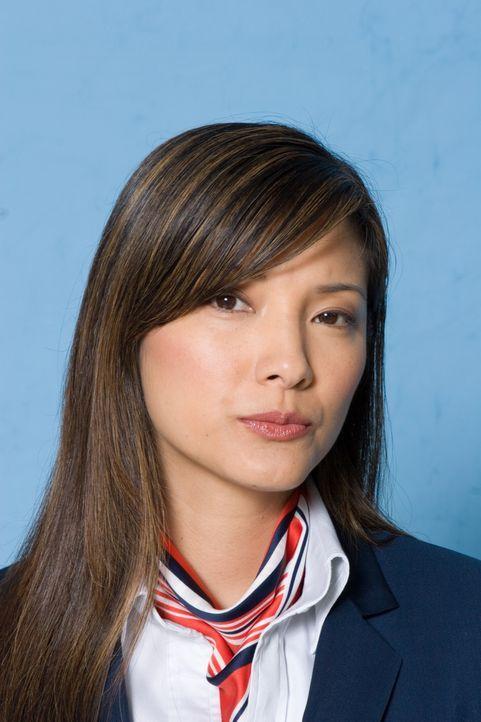 Ahnt nicht, dass die Navy keineswegs an einer geglückten Landung interessiert ist: Stewardess Sharon (Kelly Hu) ... - Bildquelle: Columbia Broadcasting System