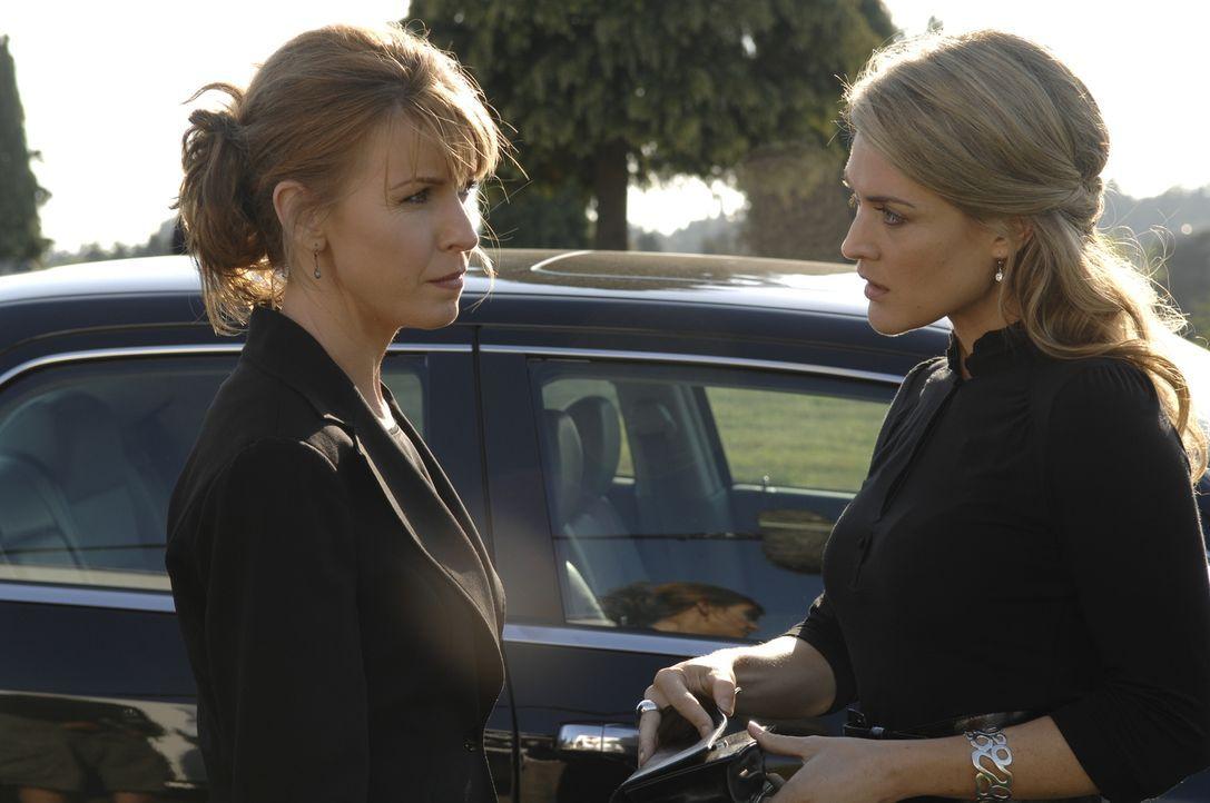 Nachdem die Verteilung von Promicin aus dem Ruder läuft, suchen auch Diana (Jacqueline McKenzie, l.) und Lily (Laura Allen, r.) nach einem Ausweg, u... - Bildquelle: Alan Zenuk Viacom Productions Inc.