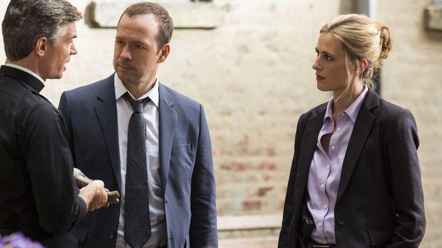 Kann John MiIlano (Thomas Hammond, l.) Danny (Donnie Wahlberg, M.) und Kate (...
