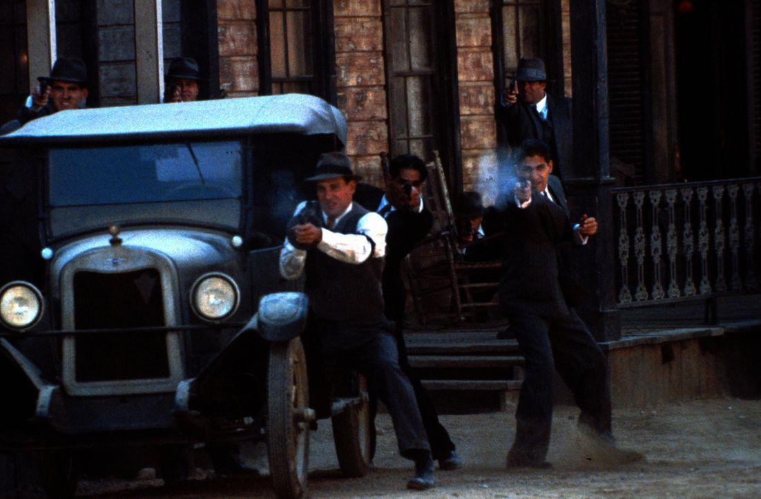 1913 an der Grenze zwischen Mexiko und Texas: In Jericho kämpfen zwei rivalisierende Gangsterbanden um das Vorrecht für den Alkohol-Schmuggel. Der b... - Bildquelle: New Line Cinema