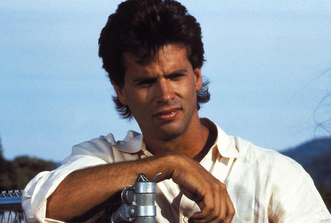 (1. Staffel) - Ein Playboy wie er im Buche steht Julias Sohn Lance Cumson (Lorenzo Lamas) kümmert sich lieber um Frauen, als um die Herstellung von...