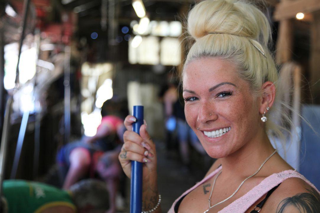 """Erotiksternchen Mareike hat es satt, dass sie alle für ein """"dummes Blondchen"""" halten, deswegen will sie im Outback Australiens beweisen, dass sie an... - Bildquelle: kabel eins"""