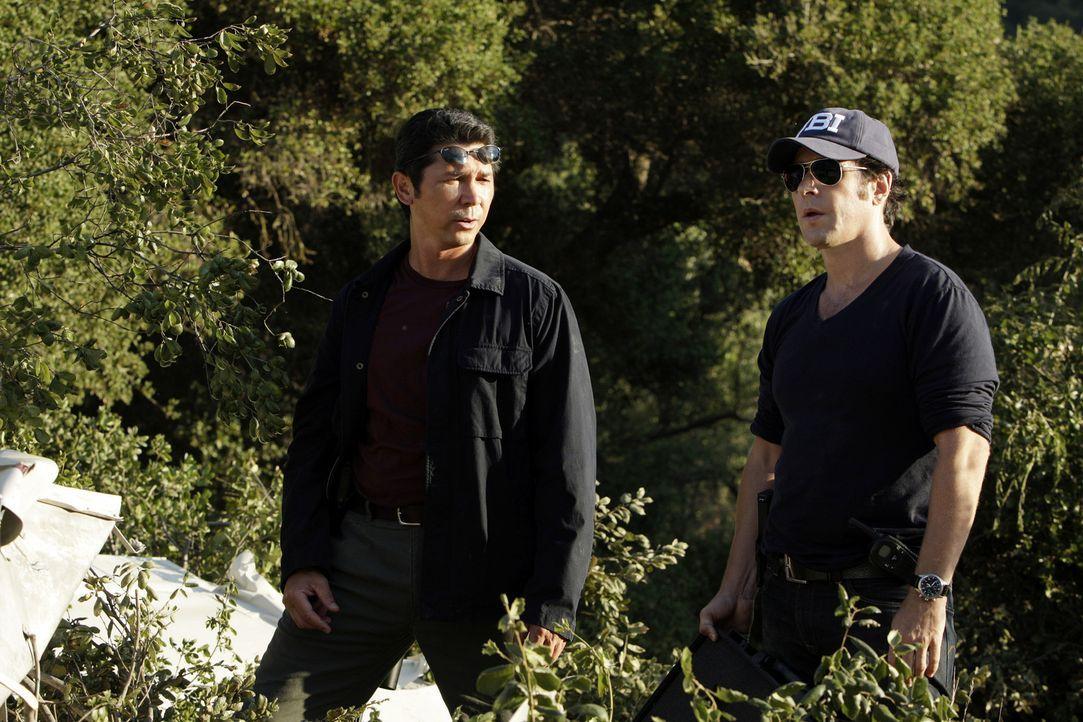 Das FBI findet die Leichen von zwei Kletterern, die versteckt in einem Talkumbeutel einen Diamanten mit sich führten. Don Eppes (Rob Morrow, r.) un... - Bildquelle: Paramount Network Television