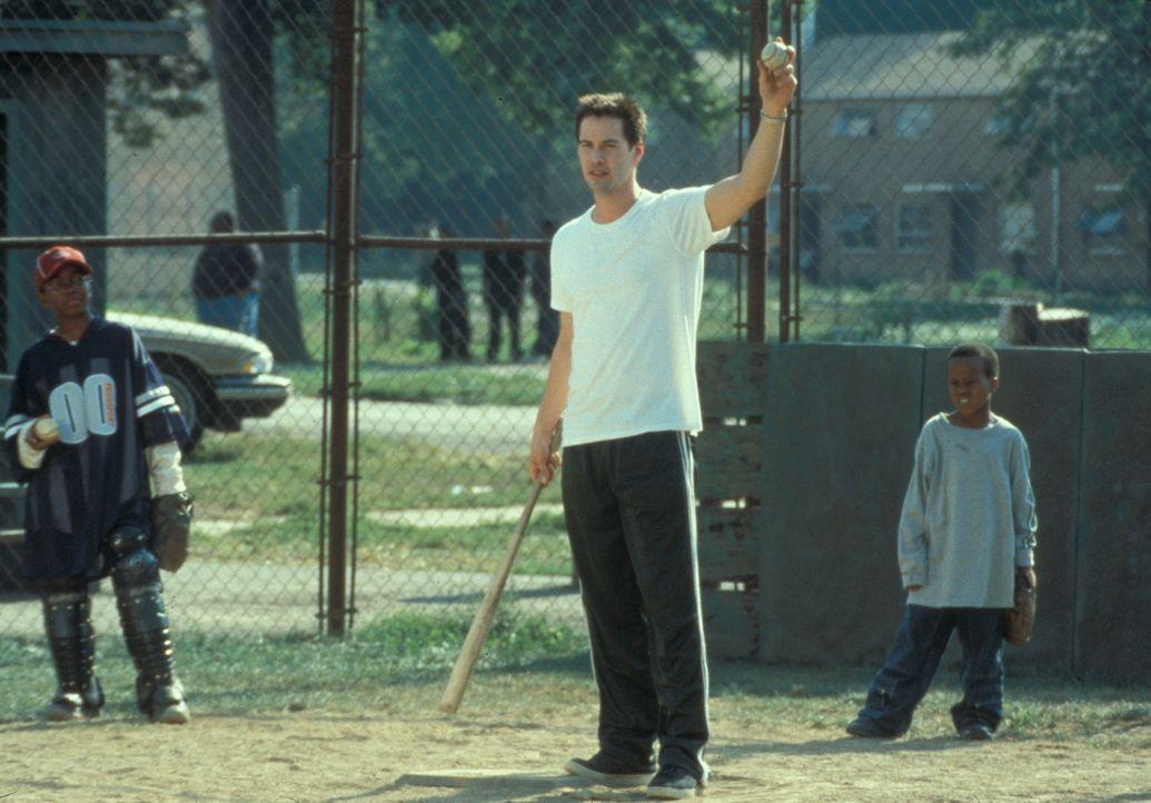 Mit einer Begeisterung, die anfangs etwas zurückhaltend war, trainiert Conor (Keanu Reeves, M.) seine Jungs Ray-Ray (Brian M. Reed, l.) und G-Baby (... - Bildquelle: Paramount Pictures
