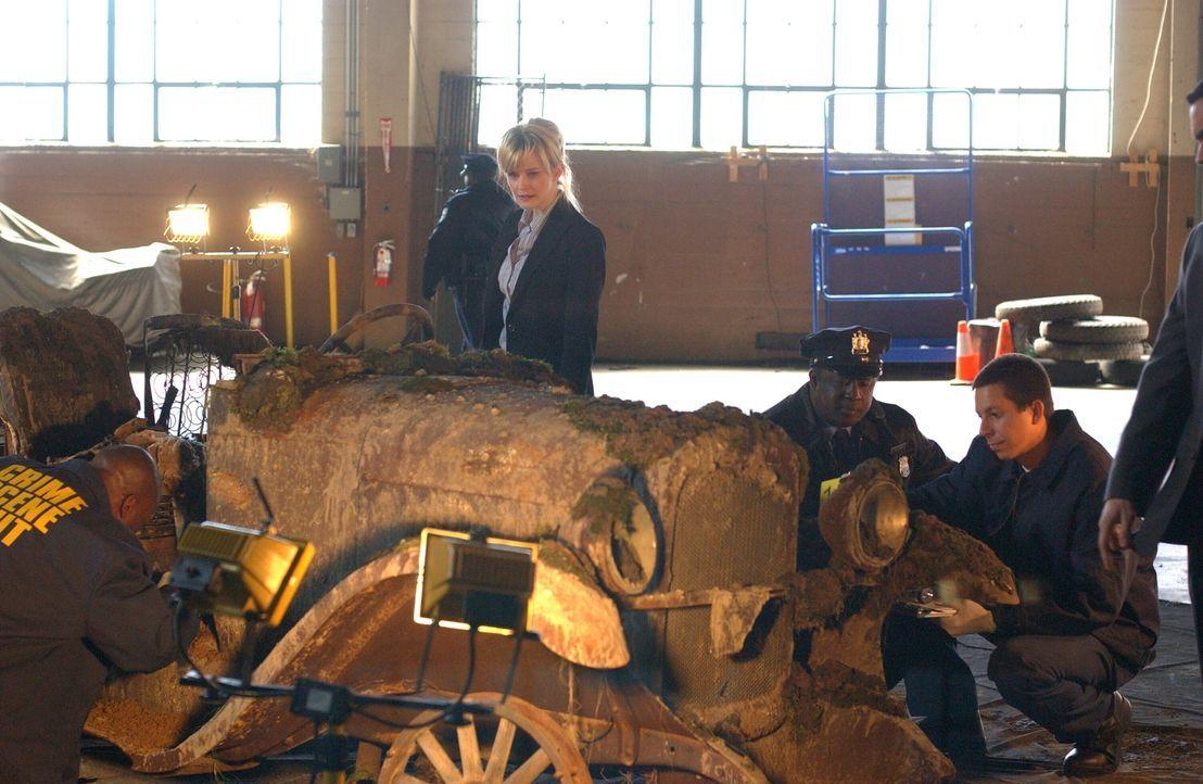 Diesmal stoßen Rush (Kathryn Morris, M.) und ihr Team auf den ältesten ungelösten Fall ihrer Dienstzeit: Als in Delaware ein Autowrack gefunden wird... - Bildquelle: Warner Bros. Television