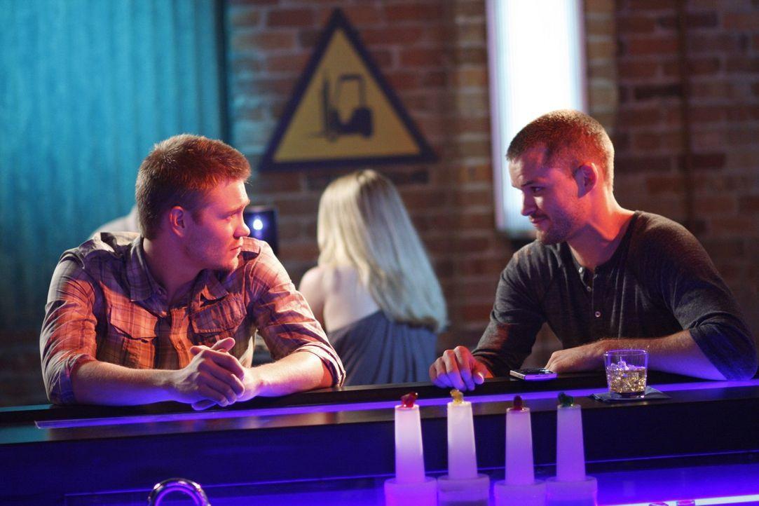 Der Schauspieler und Regisseur Julian (Austin Nichols, r.) macht Lucas (Chad Michael Murray, l.) ein interessantes Angebot ... - Bildquelle: Warner Bros. Pictures