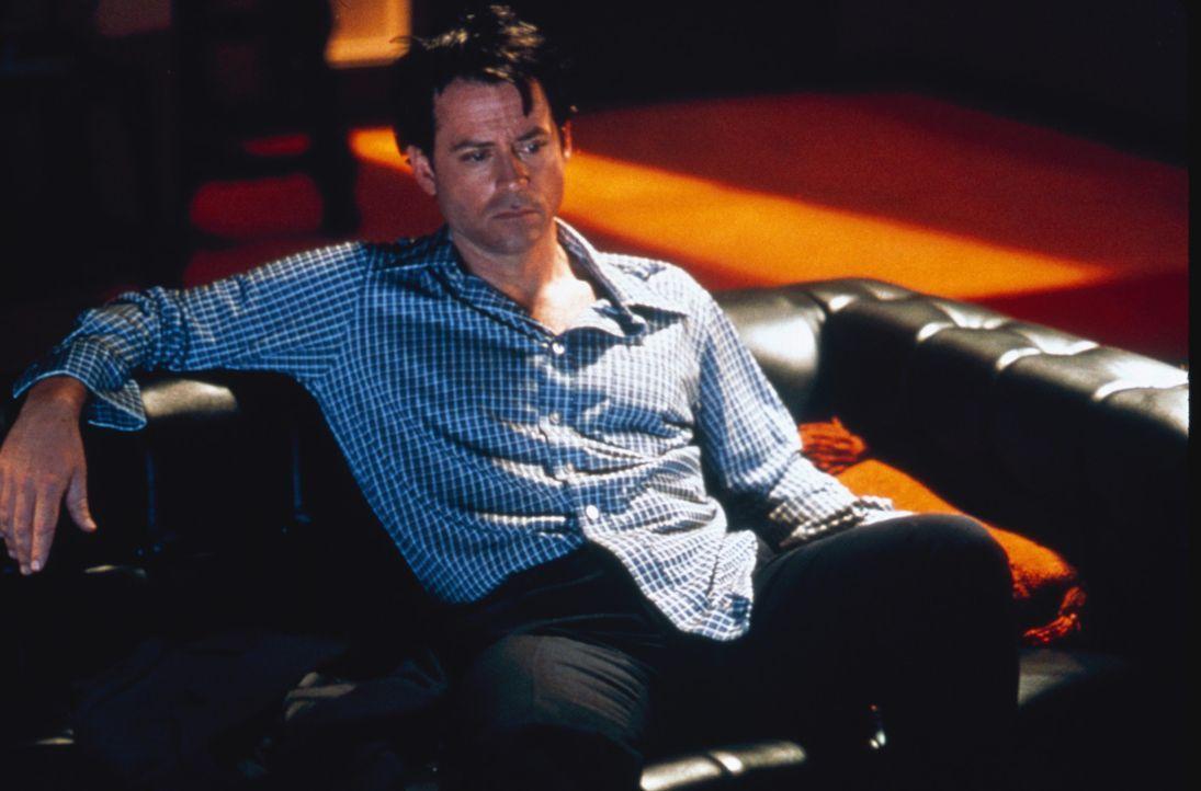 Nichts erträumt sich der erfolgreiche Radio-Dj Bob Crane (Greg Kinnear) mehr, als in der Öffentlichkeit einen bleibenden Eindruck zu hinterlassen.... - Bildquelle: 2003 Sony Pictures Television International