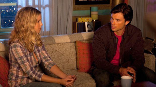 Clark (Tom Welling, r.) stellt Cat (Keri Lynn Pratt, l.) zur Rede, warum sie...