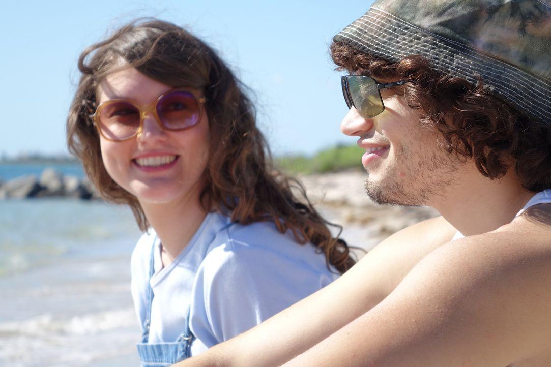 Noch haben Lori (l.) und ihr Freund Phillipe (r.) viel Spaß auf den Bahamas, doch dann verschwindet die 32-Jährige spurlos. Wurde die junge Frau Opf... - Bildquelle: Alvaro Acosta Cineflix 2014