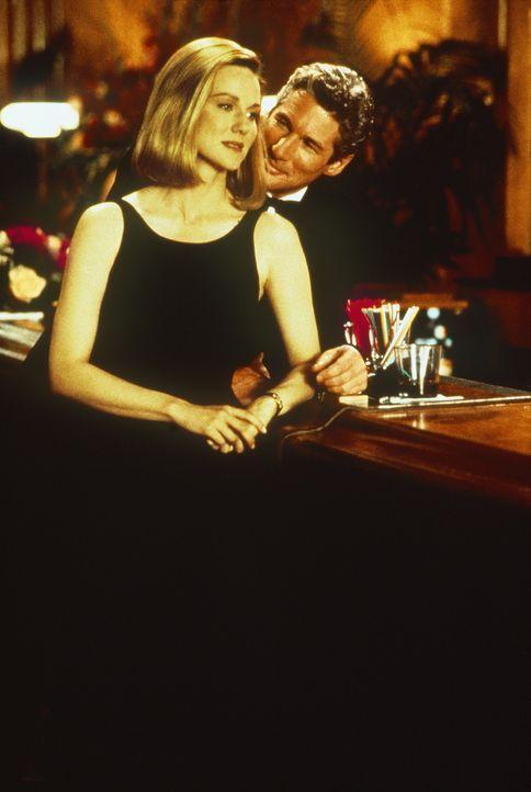 Martin Vail (Richard Gere. r.) und seine Ex-Freundin Janet Venable (Laura Linney, l.) werden nun zu erbitterten Gegnern vor Gericht ... - Bildquelle: PARAMOUNT PICTURES CORPORATION
