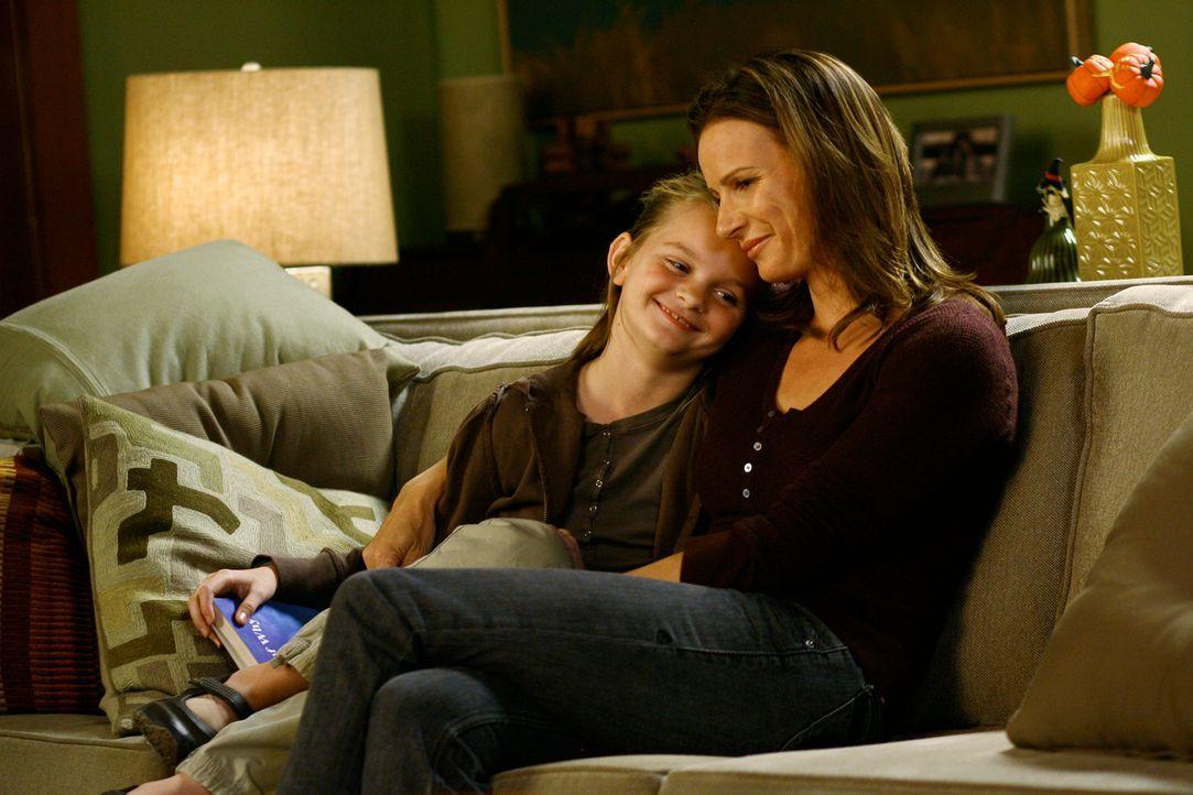 Befürchtet den Sorgerechtsstreit um ihre Tochter Paige (Kerris Dorsey, l.) und ihren Sohn Cooper gegen Joe zu verlieren: Sarah (Rachel Griffiths, r.... - Bildquelle: Disney - ABC International Television