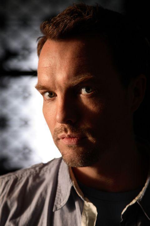 (4. Staffel) - Im Kampf mit den Killern aus unterschiedlichen Erdzeitaltern: Matt Anderson (Ciaran McMenamin) ... - Bildquelle: ITV Plc