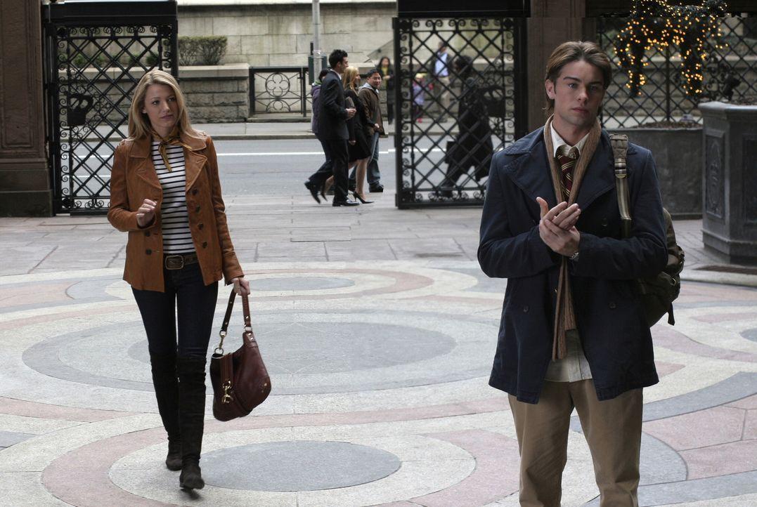 Serena (Blake Lively, l.) taucht plötzlich wieder in der Privatschule auf. Nate (Chace Crawford, r.), der eigentlich in einer Beziehung steckt, hat... - Bildquelle: Warner Brothers