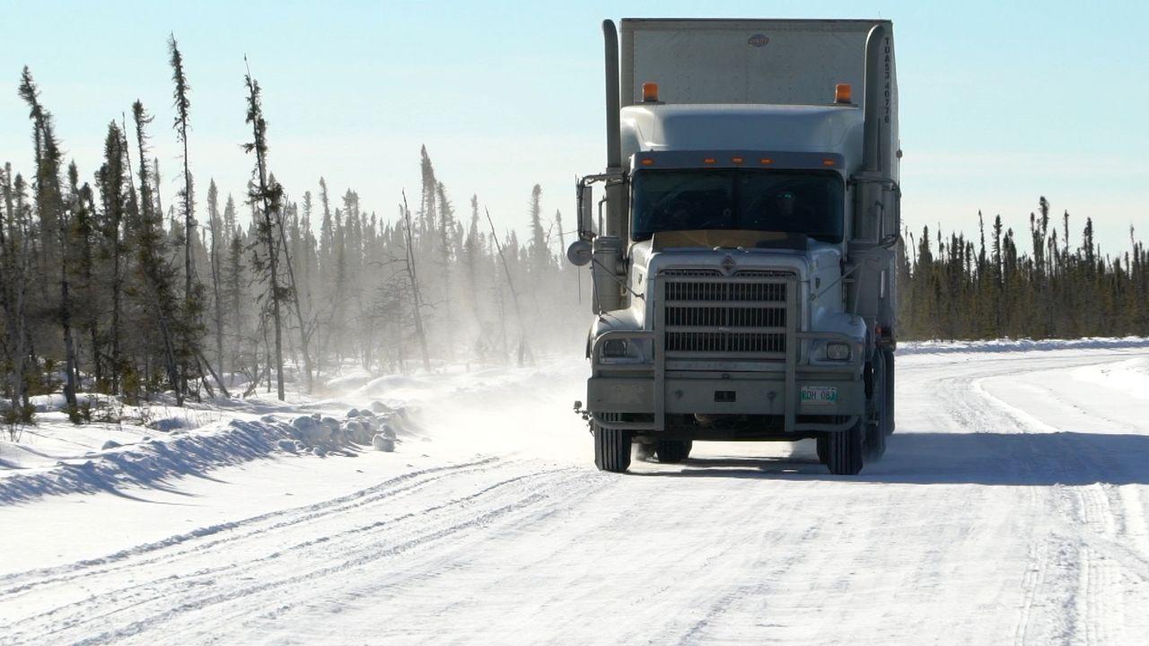 Die Ice Road Truckers sind zurück und stellen sich neuen Herausforderungen a... - Bildquelle: 2017 A+E Networks, LLC