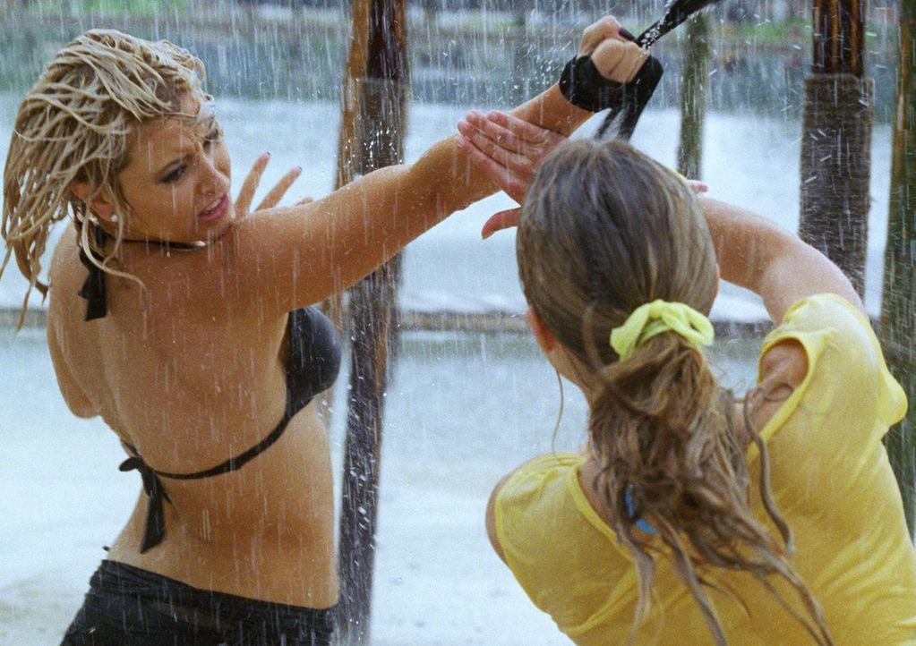 Die blonde Meisterdiebin Christie (Holly Valance) hinterlässt beim brachialen Zweikampf einen guten Eindruck ... - Bildquelle: Constantin Film Verleih GmbH