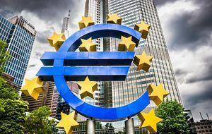 Euro-Zeichen vor der Europäischen Zentralbank