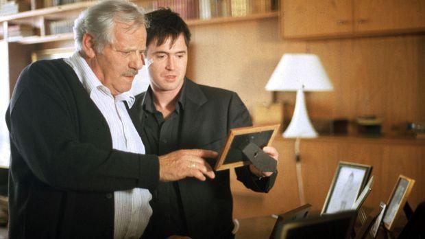 Paul (Uwe Bohm, r.) unternimmt mit seinem Vater (Adolf Laimböck, l.) eine Rei...