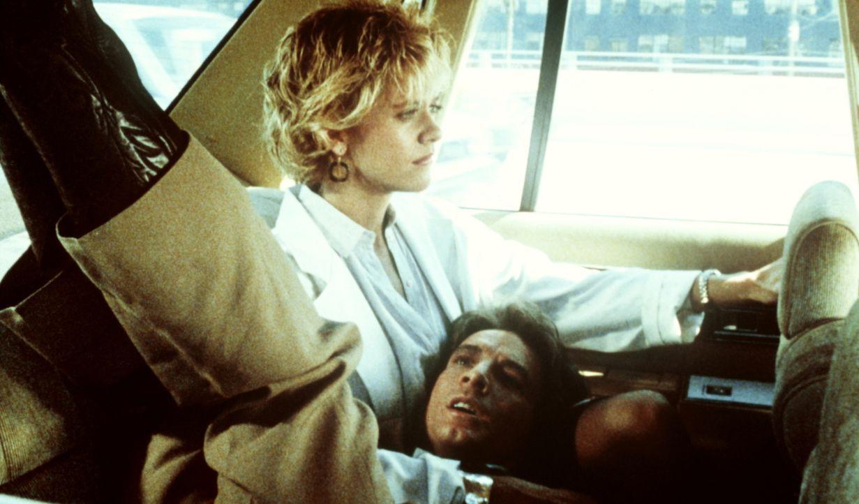 Kaum zu glauben, aber Jack (Martin Short, vorne) muss feststellen, das er einen unangenehmen Fremdkörper besitzt. Zu Lydias (Meg Ryan, hinten) Entse... - Bildquelle: Warner Bros.